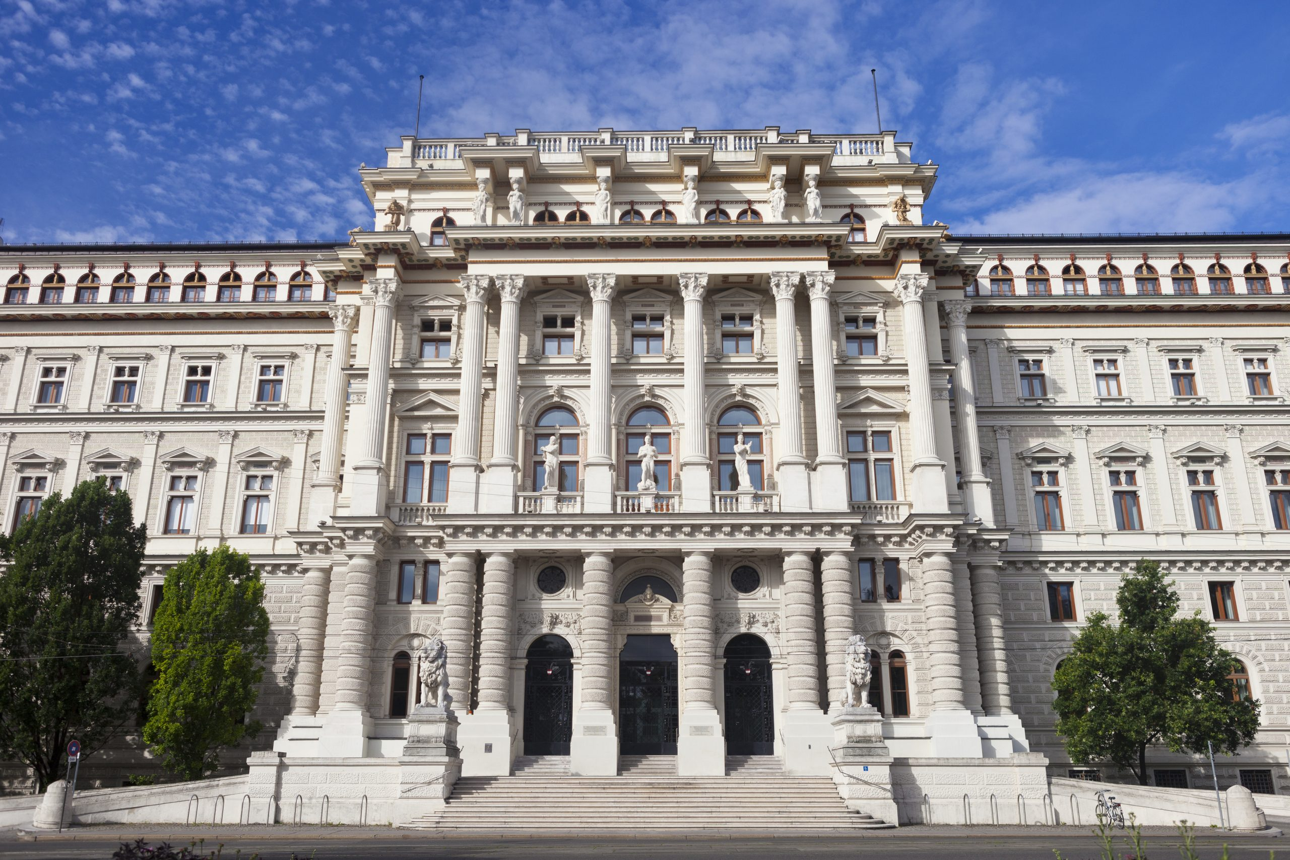 Vienna Palace of Justice - inheritance in Austria